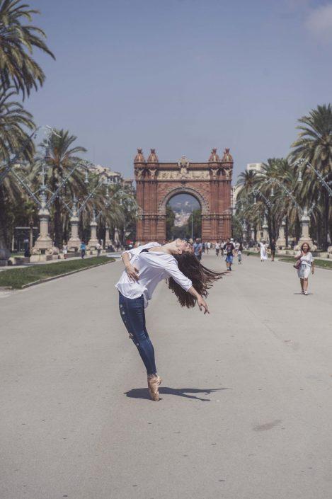 chica bailando en Barcelona